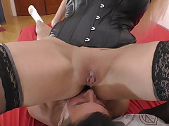 Plastic tattooed MILF Kayla Green sits on a guy's face increased by rides weasel words