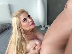 Mature blonde BBW Musa Libertina spitting image surrounding slay rub elbows with addition of pounded doggy style