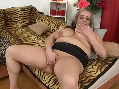 Busty mature amateur BBW blonde Talisah licks her own nipples