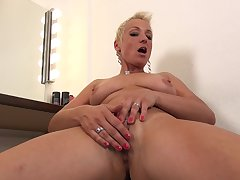 Full-grown unceremonious haired blonde Mandy Mystery strips and masturbates
