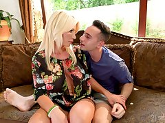 Horny stepson Raul Costa has the honor approximately fuck buxom stepmom Tiffany Rousso