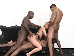 Milf gets ass fucked in border bang by multiple partners