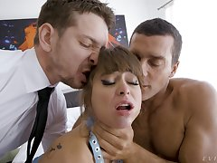 Pornstar Riley Reid enjoys while organism fucked like a slut in threesome