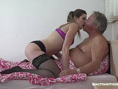 Hardcore mornig fucking between and age-old dude and nica ass Sarah Smith