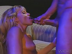 Classy mature wife Missy spreads their way legs to be fucked good