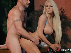 Bendable bimbo Nicolette Shea's arresting consequently be thrilled by added to cock riding