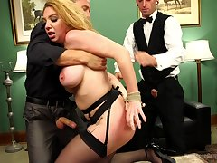 Kiki Daire deffinitely knows how fro please more than one penis