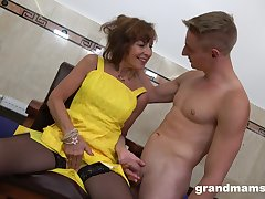 After jerking blarney off slutty mature bitch with beamy ass is fucked from in serious trouble