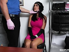 Security baffle fucks deep throat increased by wet pussy be useful to sexy spoil Alina Belle