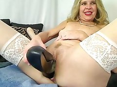 Mature Bitch Put High Heels In Pussy On Webcam - Mrbrain88