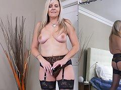 Closeup video be incumbent on mature Velvet Skye fingering her wet fanny