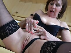 Foxy mature Dana in disastrous lingerie drops in excess of her knees to suck a dick