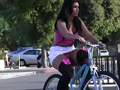 Ava Alvares bounces to round out dat thick nuisance