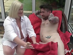 British blonde mature seduced her model got him exposed and provided him some pleasurable blowjob